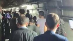 Marmaray arızalandı, yolcular rayların üzerinde yürüdü