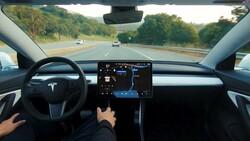 Elon Musk: Tesla otopilot daha güvenli olacak