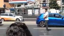 İstanbul'da yol ortasında namaz kılan provokatöre 'kıblen yanlış' tepkisi