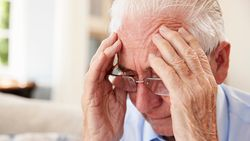 Alzheimer'ı doğal yaşlanmadan ayıran 8 nokta