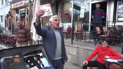 Erzurum'da, esprili satış yapan seyyar satıcı ilgi çekti