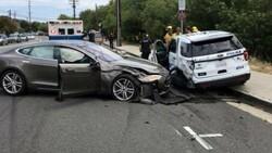 ABD'li polisler, Tesla'ya toplu dava açtı