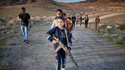 Ermenistan'da çocuklara silahlı eğitim veriliyor