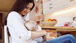 Anne sütü bebekleri koronavirüse karşı koruyor