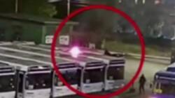 Rusya'da havai fişek otobüsün üstüne düştü