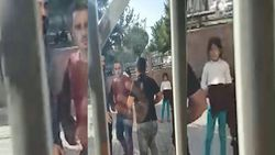 Şanlıurfa'da aile hekimiyle tartışanlar, binaya saldırdı