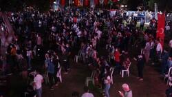 İki bin kişinin katıldığı Murat Dalkılıç konserinde koronavirüs unutuldu
