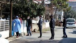 Sakarya'da akraba ziyareti korona getirdi: 7 evde 33 kişi karantinada