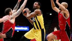 Fenerbahçe EuroLeague'de Armani'yi yendi