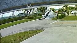 ABD'de uçak, otomobilin üzerine düştü