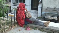 İstanbul'da Afrikalı kadın 5 gündür oturduğu yerden kalkmıyor