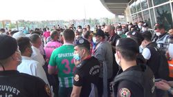 Eskişehir'de Play-off finalindeki bilet sıkıntısı sosyal mesafeyi unutturdu