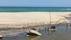 Gazze'de saldırılarda zarar gören kanalizasyon tesislerindeki kirli su denize akıtılıyor