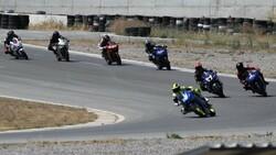 İzmir'de motosikletli kadınların nefes kesen yarışı