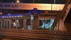 Sefaköy metrobüs durağında kendine çatalla zarar verdi