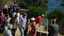 Antalya'da itfaiye ceset çıkarma derdinde vatandaşlar ise izleme