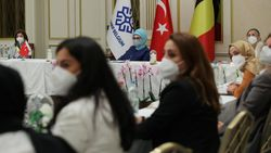 Emine Erdoğan, Belçika'daki Türk STK'larının temsilcileriyle bir araya geldi