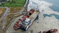 Kartal'da bir gemi, halatının kopması sonucu başka bir gemiye çarptı