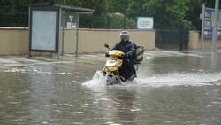 Tekirdağ'da caddeler suyla doldu, araçlar mahsur kaldı