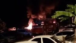 Mersin'de otoparkta çıkan yangında 12 araç kül oldu