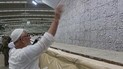 Hacı adayları Kurban Bayramı'nın ilk günü şeytan taşladı