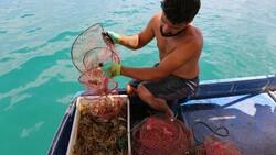 Tuncelili genç, avladığı kerevitten binlerce lira gelir sağlıyor