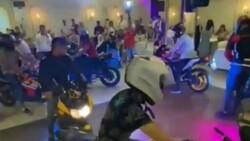 Hatay'da düğün salonuna motosikletleriyle girdiler