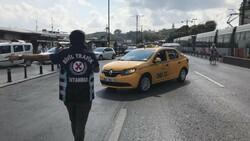 Eminönü'nde sivil ekipler taksileri denetledi