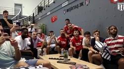Beşiktaşlı futbolcular kura çekimini beraber takip etti