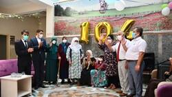 Kahramanmaraş'ta 104 yaşındaki nineye sürpriz doğum günü düzenlendi