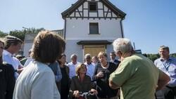 Merkel'den Almanya'daki sel bölgesine ziyaret
