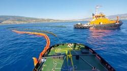 Suriye'den Akdeniz'e sızan petrolü 2 Türk gemisi temizliyor