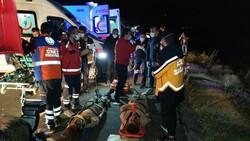 Van'da kaçak göçmenlerin olduğu minibüs devrildi: 15 yaralı 1 ölü