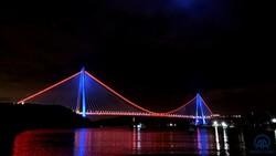 İstanbul'da köprüler DMD hastalığı farkındalığı için ışıklandırıldı