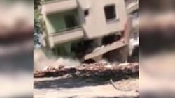 Elazığ'da hasarlı bina, iş makinesinin üzerine çöktü