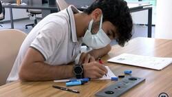 Elazığ'da inşaatında çalıştığı kütüphaneye doktor adayı olarak geliyor