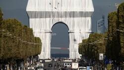 Kumaşla kaplanan Paris'in simgesi Zafer Takı, ziyarete açıldı