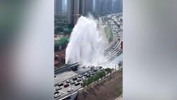 Çin'de su şebekesi patladı: Sürücüler araçlarını yıkamak için yavaşladı
