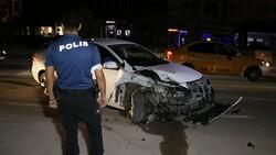 Adana'da kaza yaptıktan sonra bir kişiyi bıçaklayıp, kaçtılar