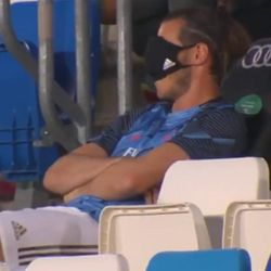 Gareth Bale yedek kulübesinde uyudu
