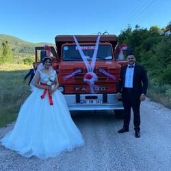 Ankara'da bir çift düğün arabası olarak kamyonu seçti