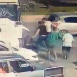Konya'da, kaza sonrası darbedilen sürücü kamerada