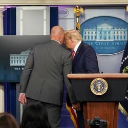 Donald Trump basın toplantısından çıkarıldı
