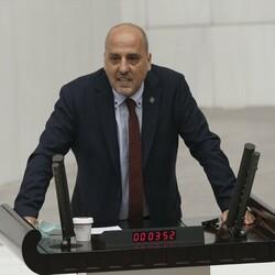 AK Partililerle Ahmet Şık arasında hakaret tartışması