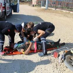 Manisa'da devrilen motosikletin sürücüsü ağır yaralandı