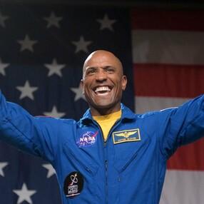 SpaceX'in uzaya götürdüğü astronot Victor Glover, ilk paylaşımını yaptı
