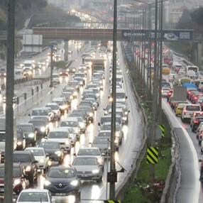 İstanbul'da trafik yoğunluğu yüzde 75'e ulaştı