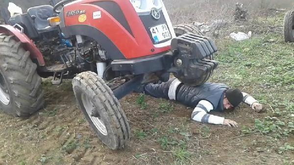 Traktörün altında kalma numarası yapan çiftçi