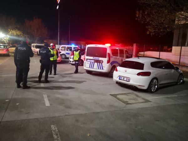 Polis dur dedi otomobilini bırakıp kaçtı