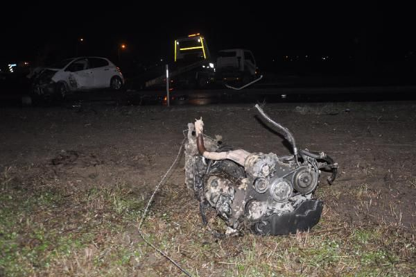 Sakarya'da çarpışan iki otomobilden birinin motoru koptu